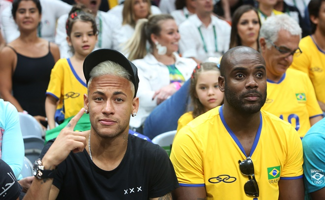 BrazilianfootballplayerNeymarJrcheering