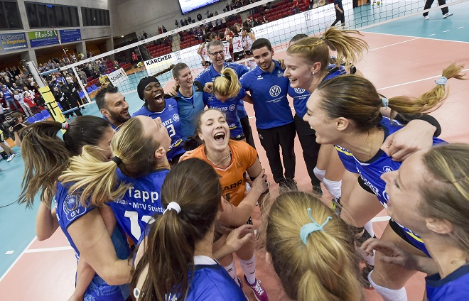 Allianz MTV Stuttgart, Volleyball, Champions League, Damen, Saison 2018/19, (GER, in blau) –  CSM Volei Alba Blaj (ROU); / FOTO: TOM BLOCH