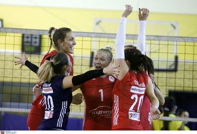 Άνετο πρώτο «τρίποντο» του Ολυμπιακού, 3-0 την ΑΕΚ